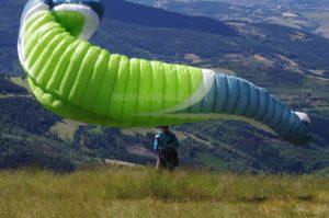 Voile de parapente au niveau de la zone de décollage de Jasserie du Pilat