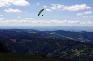 Vol de parapente au dessus du Pilat