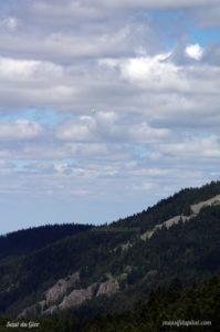 Parapente au dessus du Saut du Gier près de la Jasserie du Pilat
