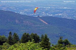 Vol de parapente dans le Pilat près du Crêt de la Perdrix