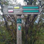 Panneau du GR7 sur le chemin entre la Croix de Chaubouret et le Crêt de la Perdrix