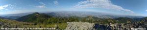Panorama depuis le Crêt de l'Oeillon sur le Pic des Trois Dents, le Crêt de Botte et la Chaux de Toureyre dans le Pilat