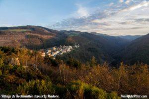 Vue sur le village de Rochetaillée et la vallée du Furan depuis la Madone ld