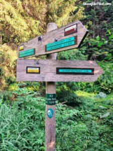 Panneau de signalisation au croisement des chemins du Pilat,Route Belay Altitude 1010 mètres